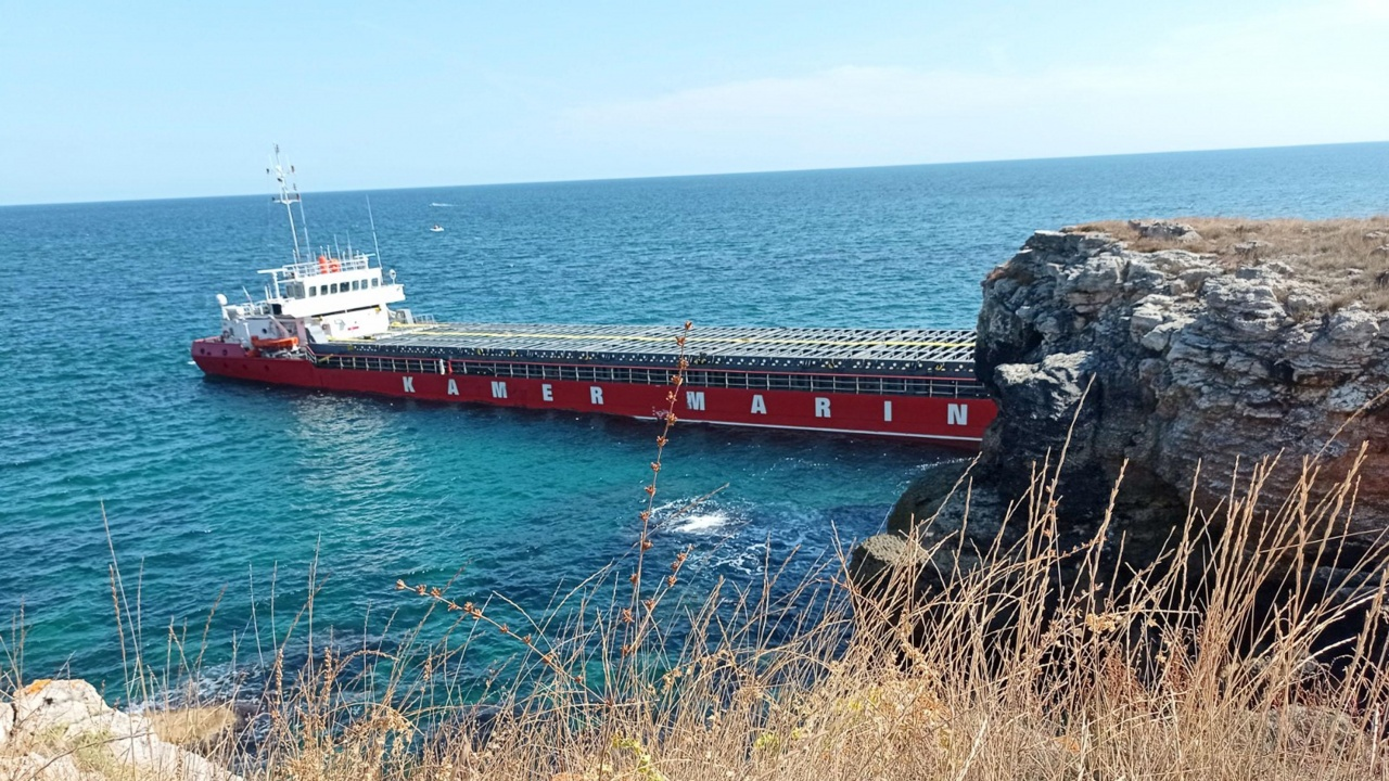 Подготвят операцията по изтеглянето на заседналия кораб край Яйлата