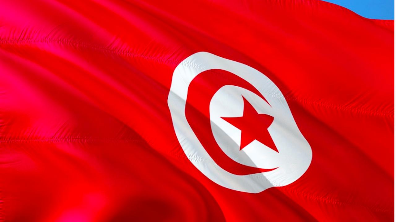 Президентът на Тунис ще управлява с декрети