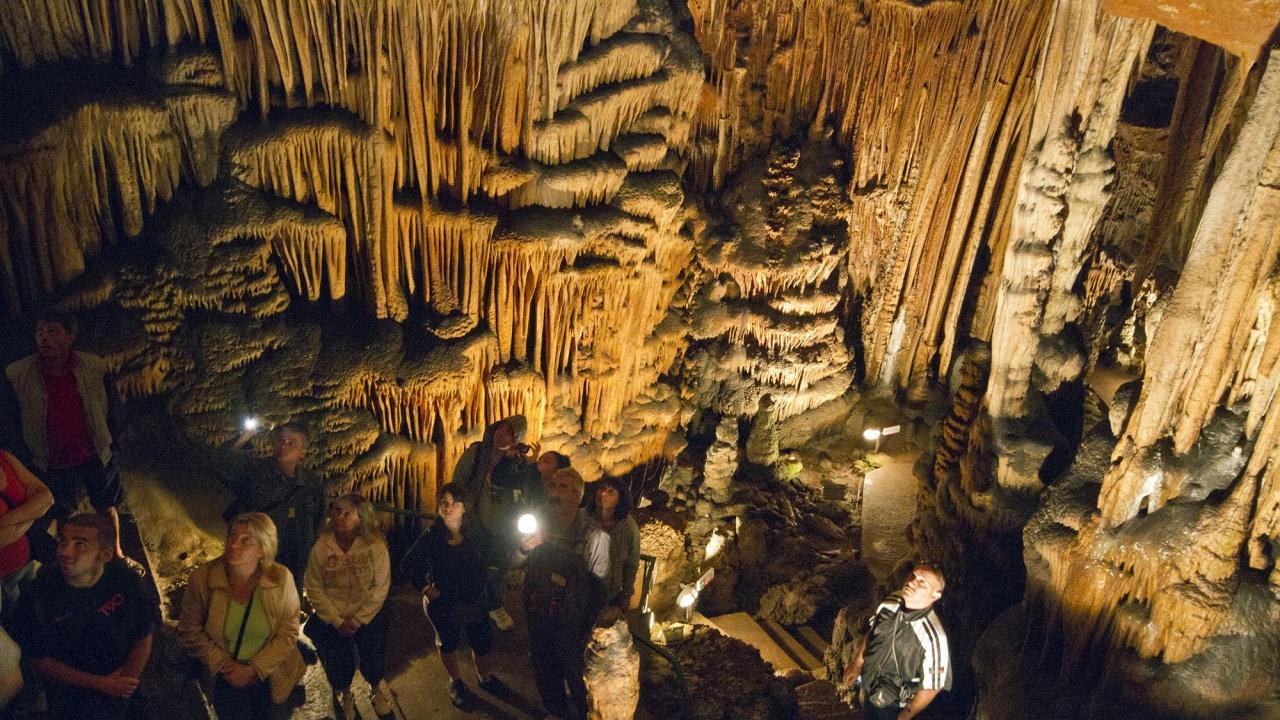 """Пещера """"Съева дупка"""" е затворена за посетители поради карантина на служител"""
