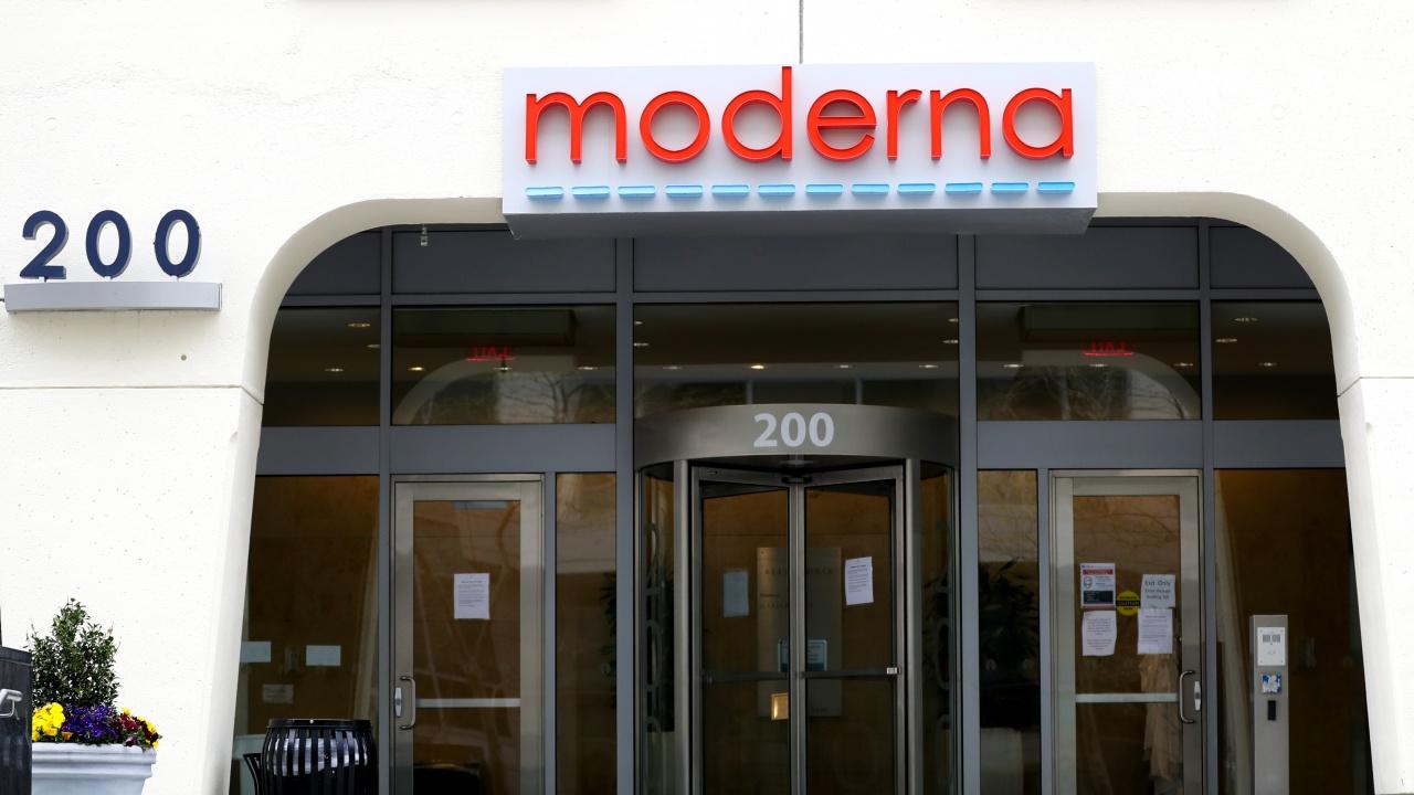 """Изпълнителният директор на """"Модерна"""" прогнозира край на пандемията догодина"""