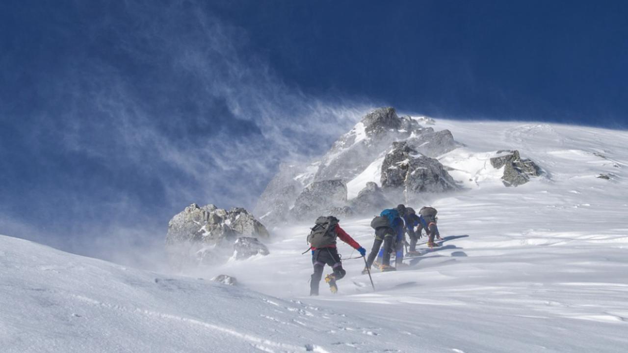 Петима души загинаха при изкачване на връх Елбрус