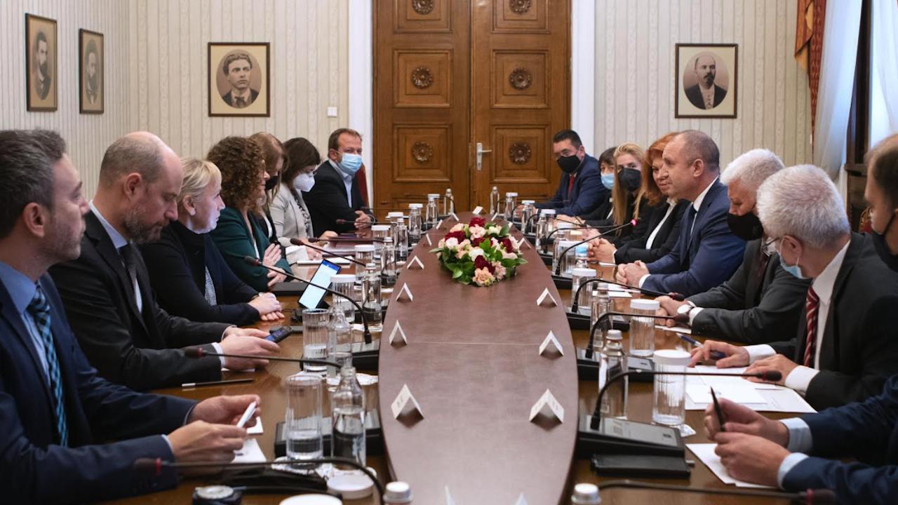 Радев пред евродепутати: ЕС трябва да е силно ангажиран с борбата срещу корупцията в България