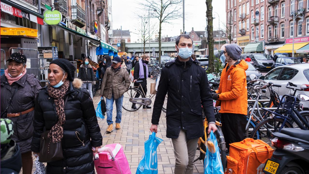 Нидерландия въвежда от утре COVID пропуск за посещение на редица обекти