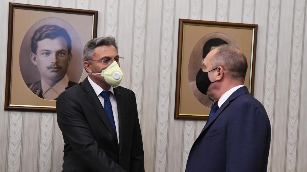 ДПС: Няма да позволим на Радев и Рашков да нарушават Конституцията и законите