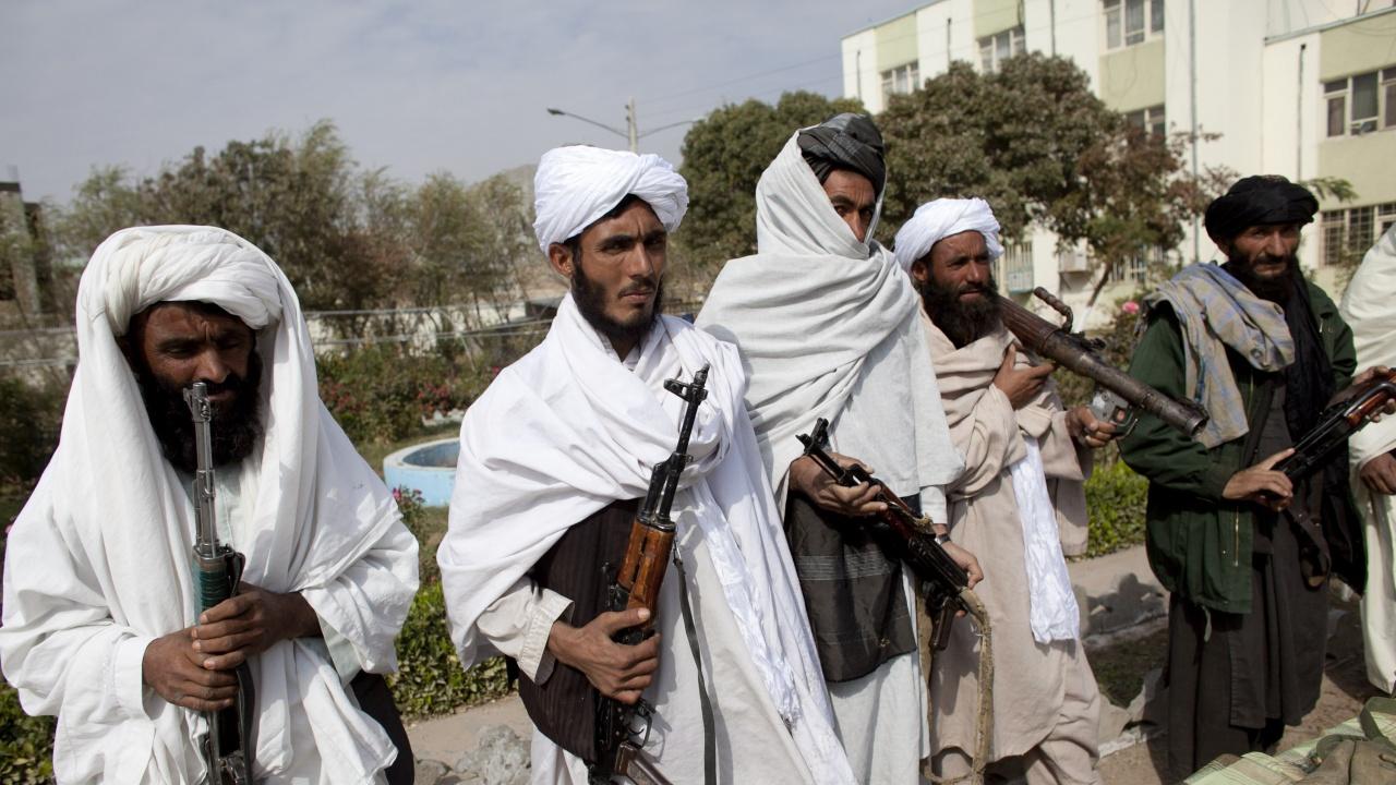 Талибаните провесили мъртви тела на площад
