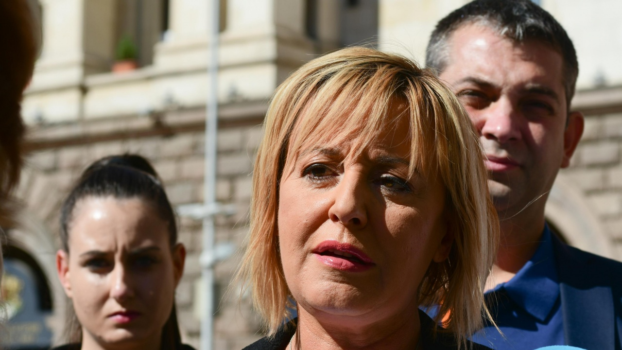 Мая Манолова поиска оставката на служебния министър на енергетиката