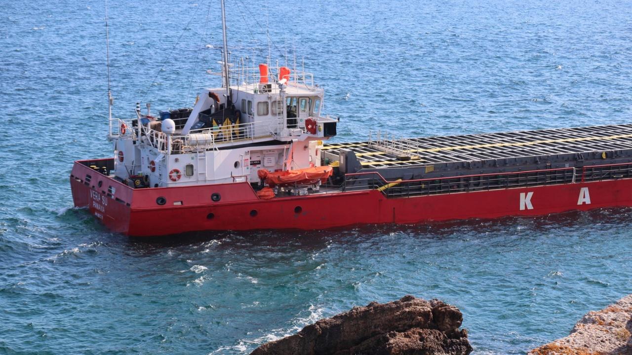 МОСВ: Няма замърсяване в морето край заседналия кораб