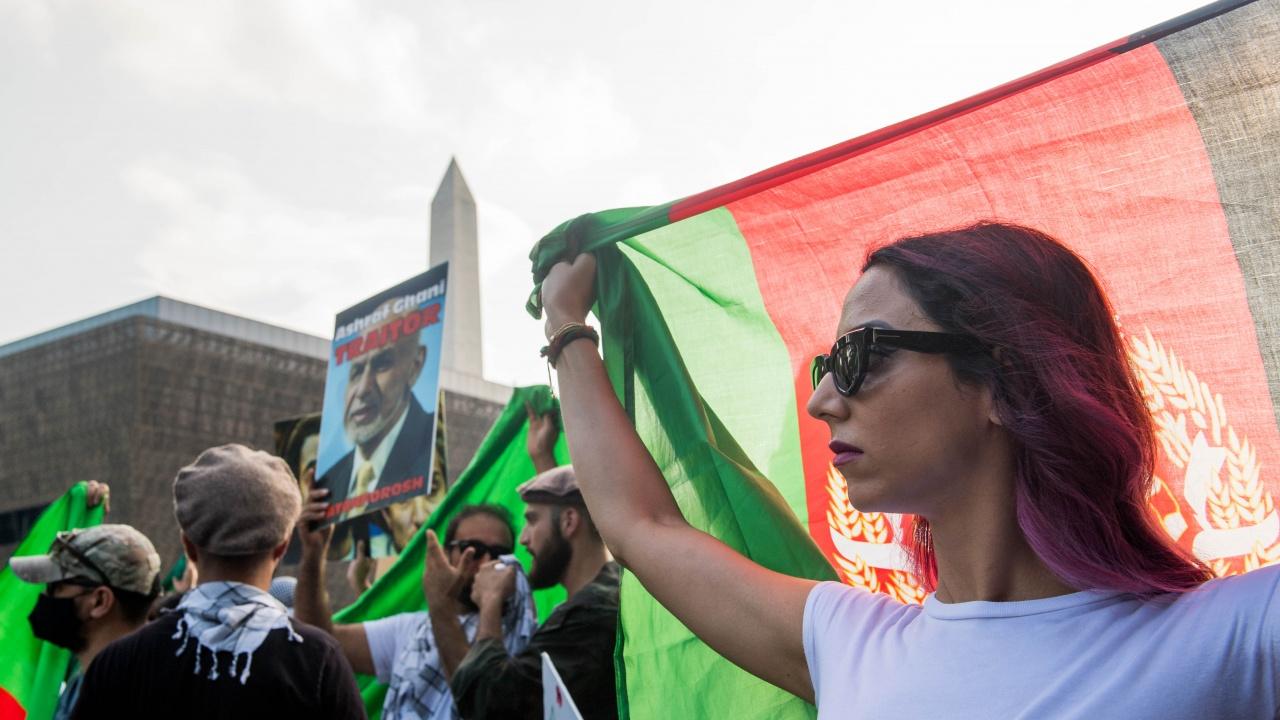 Хиляди протестираха в Италия в подкрепа на жените в Афганистан