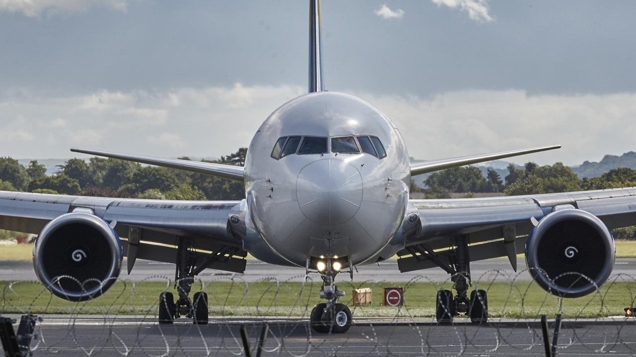 Американски самолет кацна аварийно в Атина
