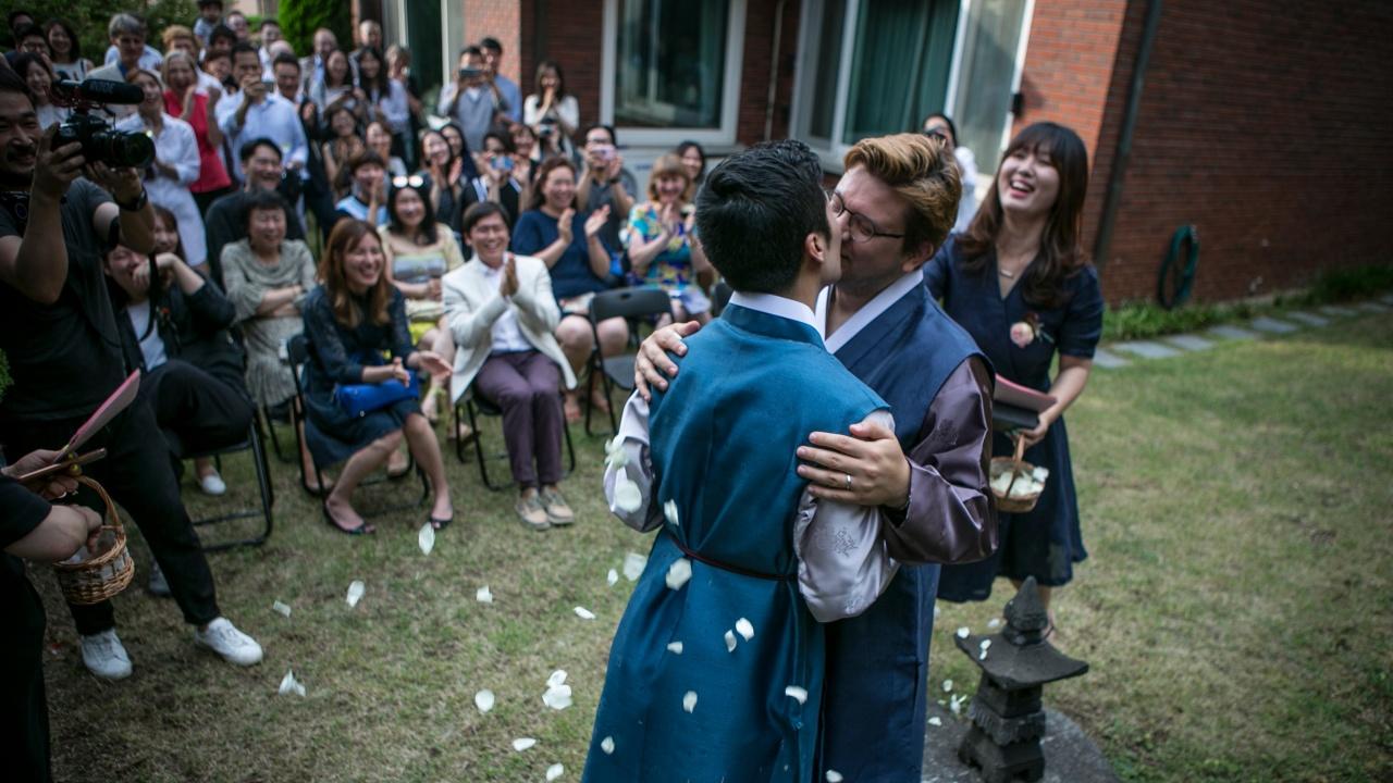 """Швейцарците казаха """"да"""" на еднополовите бракове"""