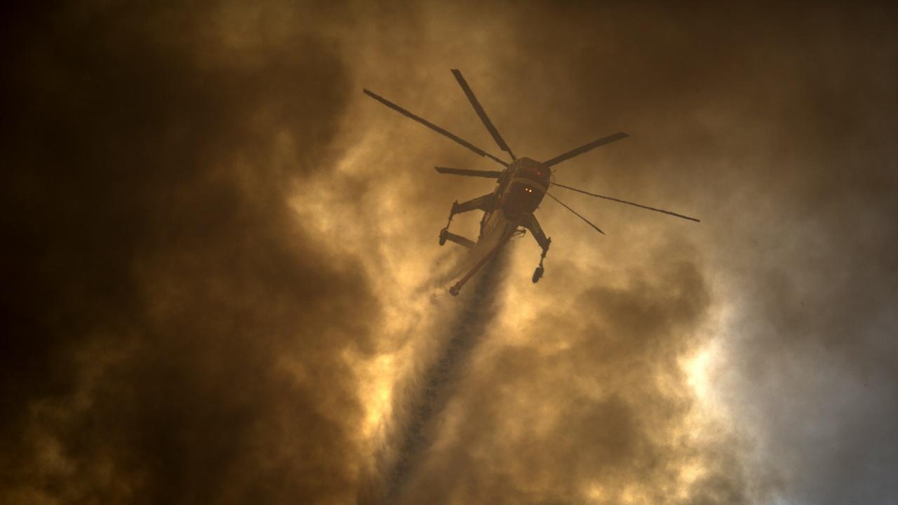 Хеликоптер и военни се включиха в гасенето на горския пожар над Карлово