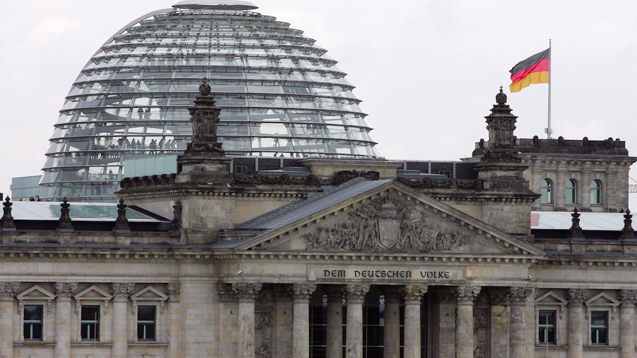 Социалдемократите печелят парламентарните избори в Германия, изпреварвайки консерваторите на Меркел