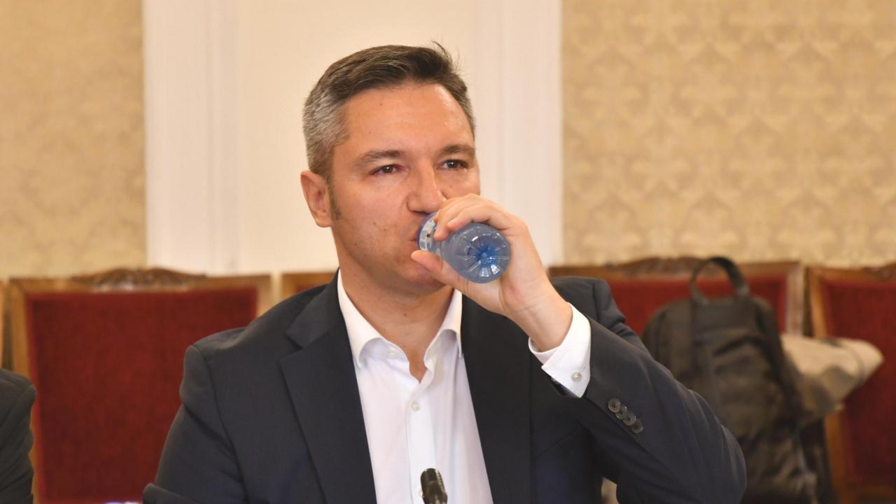 """Вигенин: Няма да се опитваме да слагаме Радев в """"тесни партийни дрехи"""""""