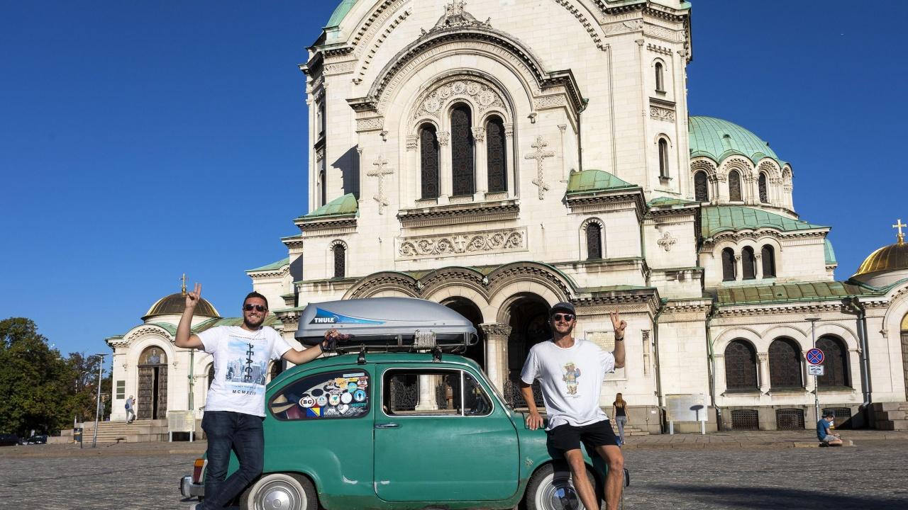 Босненец обикаля Балканския полуостров с ретро автомобил