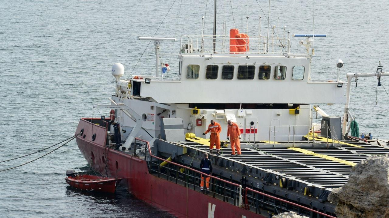 МОСВ: Има индикации за замърсяване на морската вода от заседналия кораб