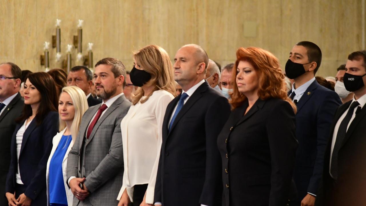 Инициативен комитет официално издигна Румен Радев за президент