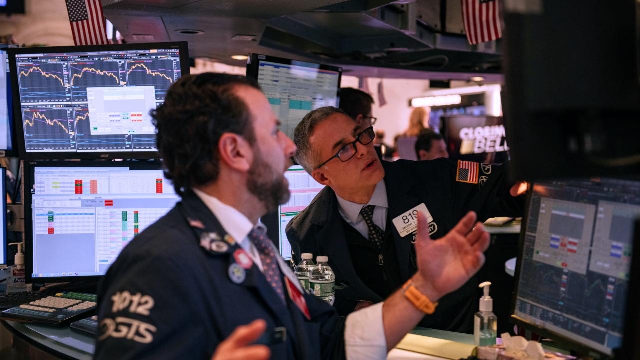 Търговията на Уолстрийт приключи разнопосочно; петролът поскъпна до тригодишен връх