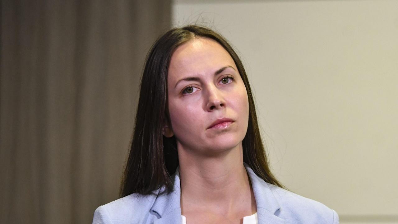 Ева Майдел изригна: Има свирепа криза, а правителството е заето да гони ГЕРБ от НДК