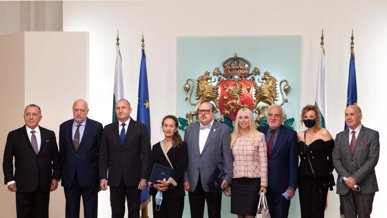 Румен Радев връчи Почетния знак на президента на Вера Кирова и Иван Тенев