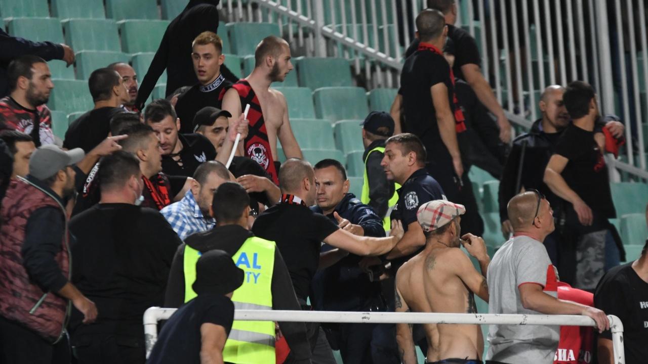 Бой по трибуните: Яко млатене на мач в София