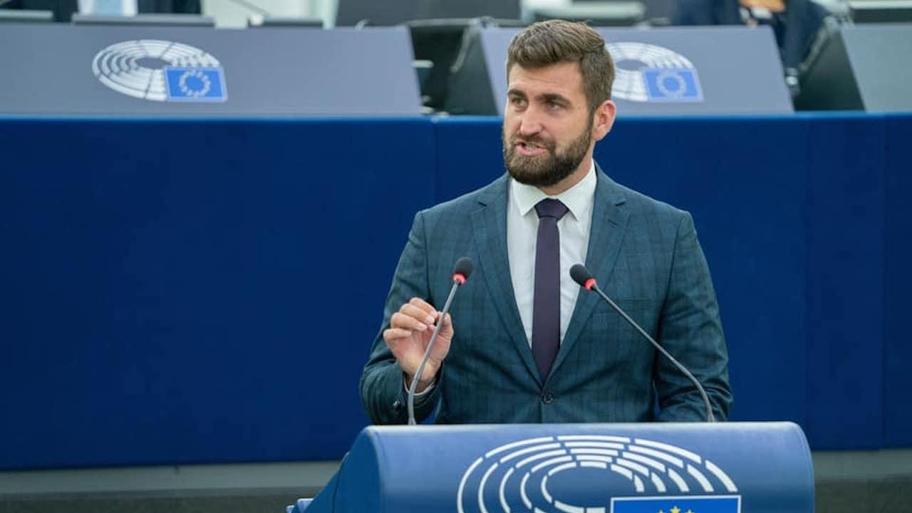 Новаков предупреди ЕП за риск от екокатастрофа в Черно море, обвини Радев