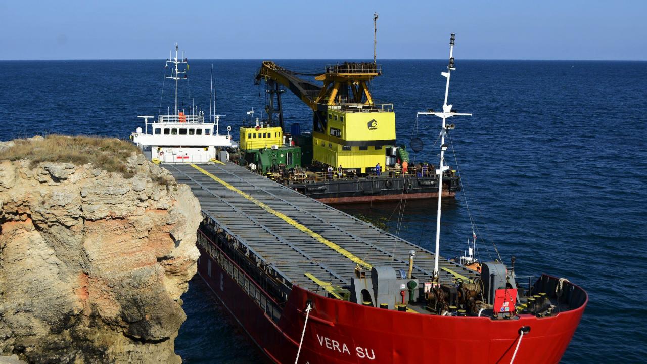 И БСП скочиха на служебния кабинет заради заседналия кораб