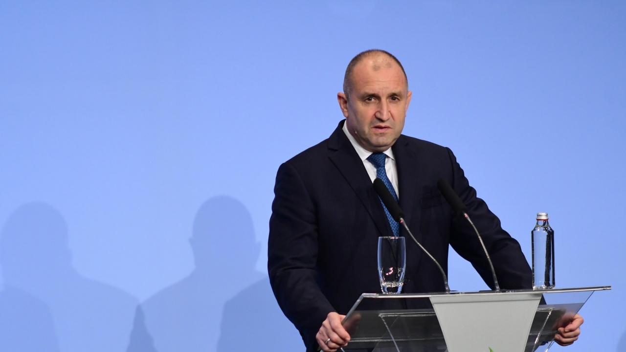 Румен Радев: Бъдещето на България е в ръцете на младите хора