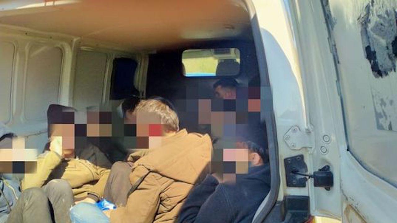 Прокуратурата повдигна обвинение на шофьор, превозвал незаконно 55-ма мигранти