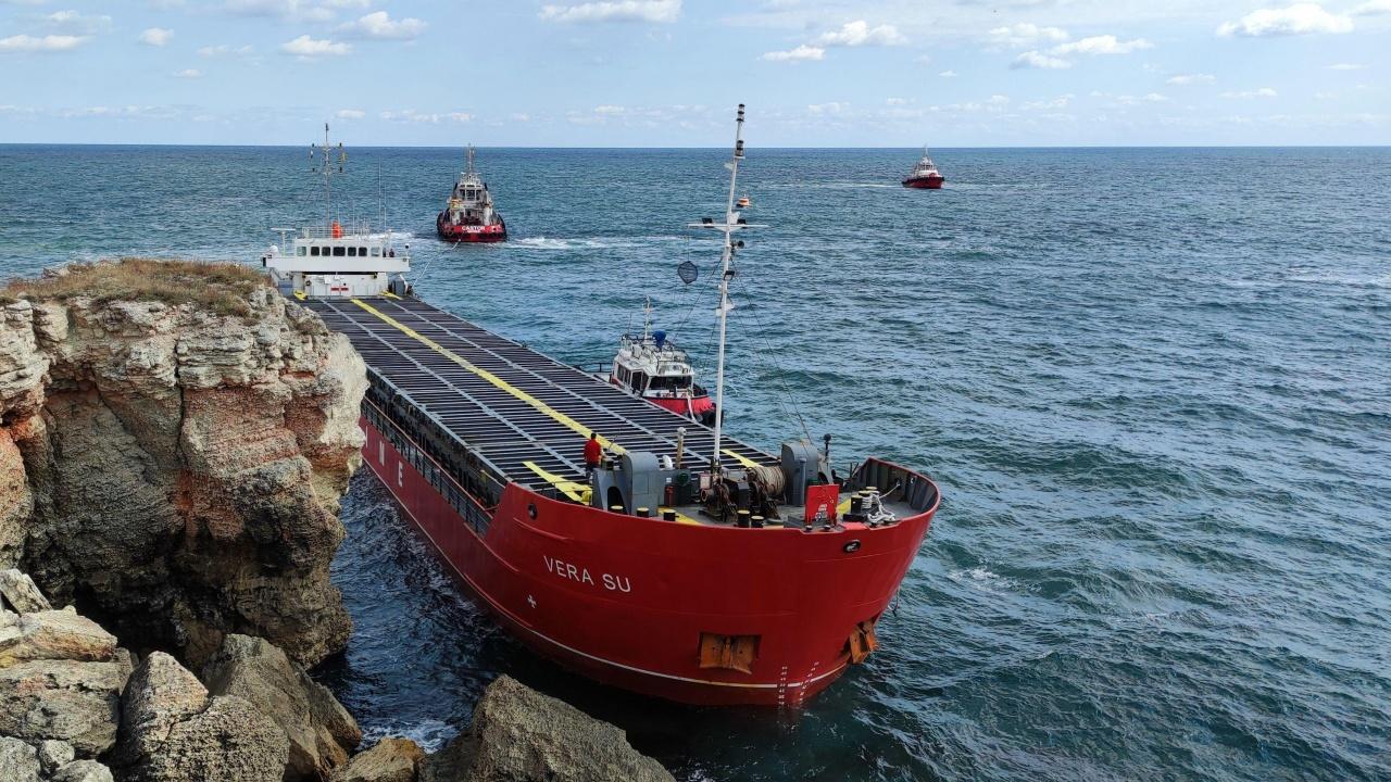 Корабът край Камен бряг: От Института по океанология са притеснени за морските организми
