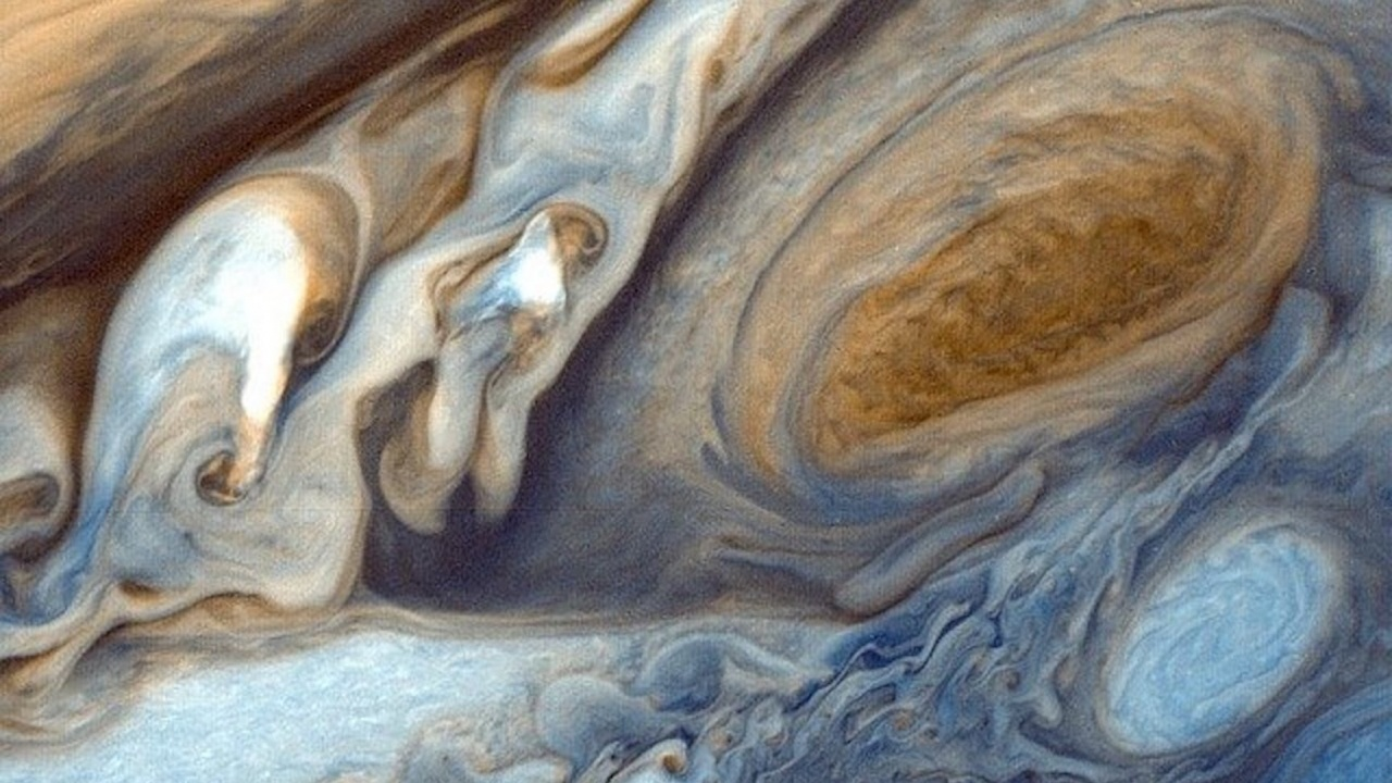 Ветровете край Голямото червено петно на Юпитер се ускоряват