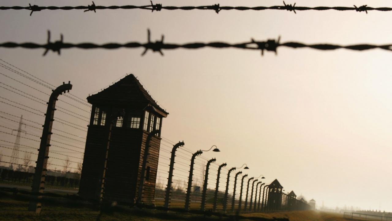 Бивша секретарка в нацистки концлагер избяга, преди да започне съдебен процес срещу нея