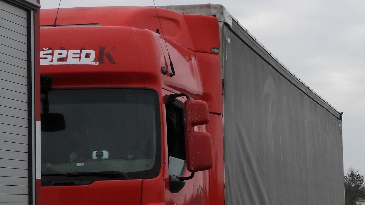 Транспортен хаос в Айтос след забраната за влизане на тирове