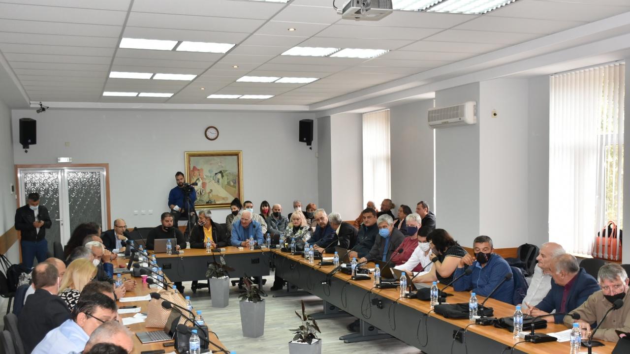 """Общинските съветници не стигнаха до решение за двете маломерни паралелки в СУ """"Св. Климент Охридски"""" в Ловеч"""