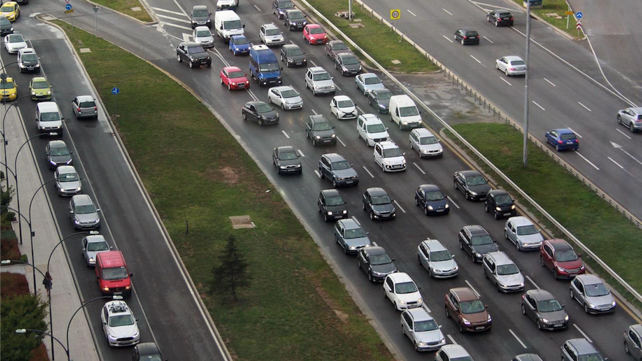 """Катастрофа предизвика километрично задръстване на столичното """"Цариградско шосе"""""""
