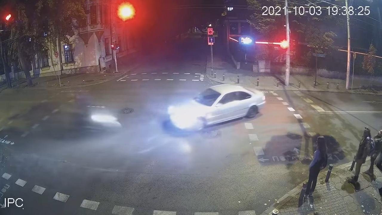 Вижте кадри от тежкото ПТП между моторист и дрогиран англичанин в Стара Загора
