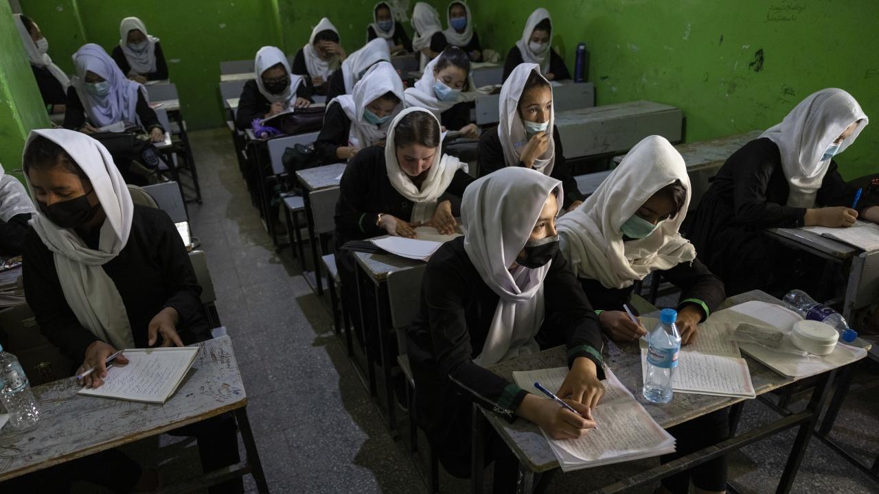 В афганистанска провинция разрешиха на момичетата да се върнат на училище