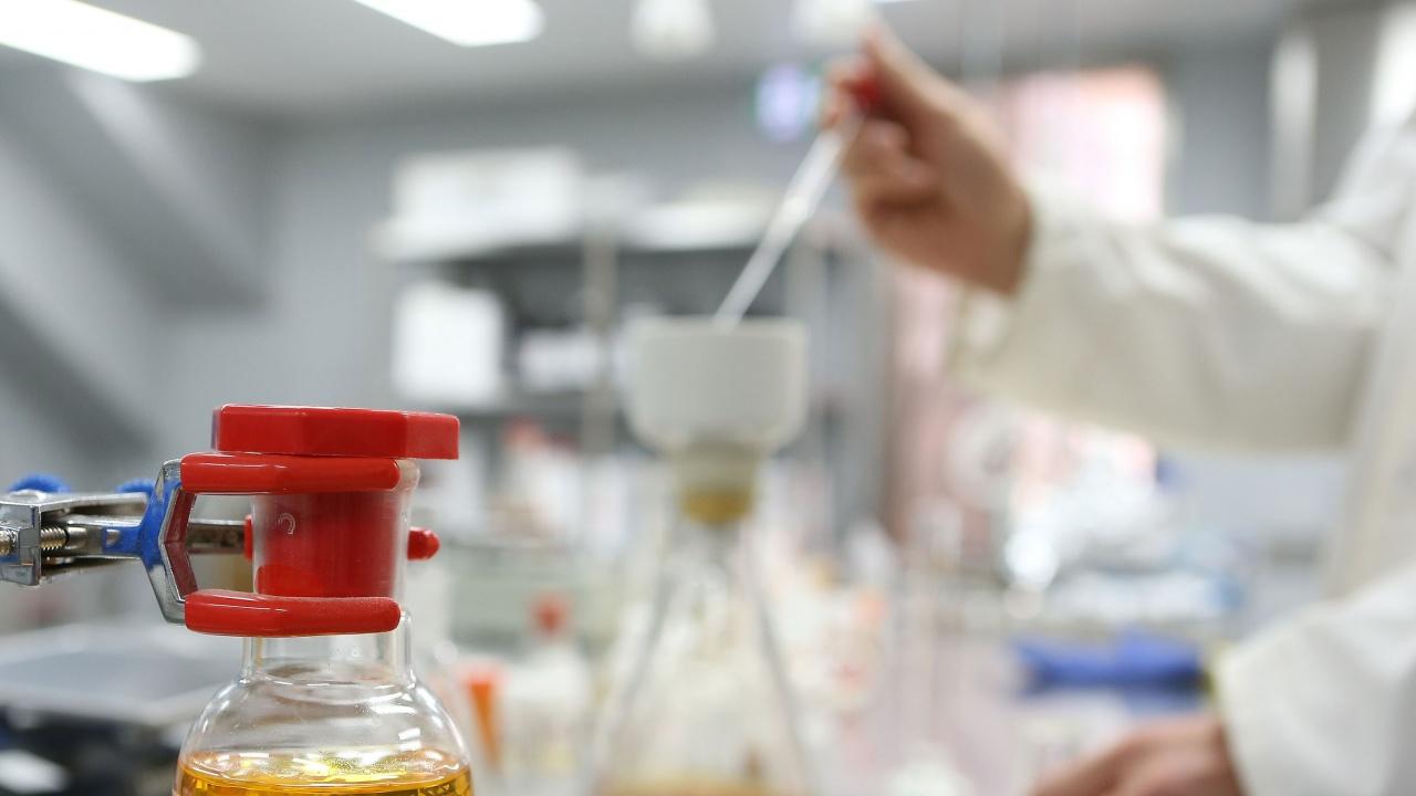 Учени от САЩ и Германия са носители на тазгодишния Нобел за химия