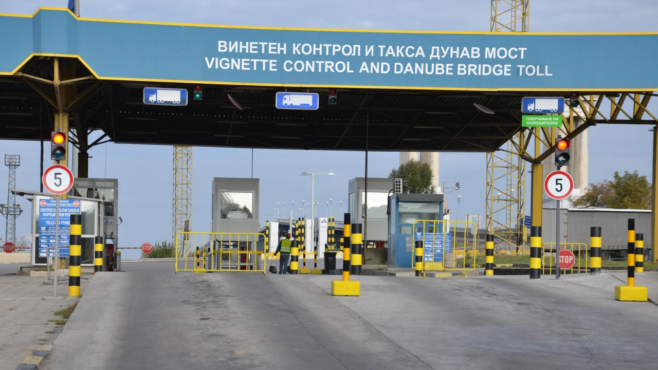 "Интензивен е трафикът за товарни автомобили на изход на ГКПП ""Дунав мост 2"""