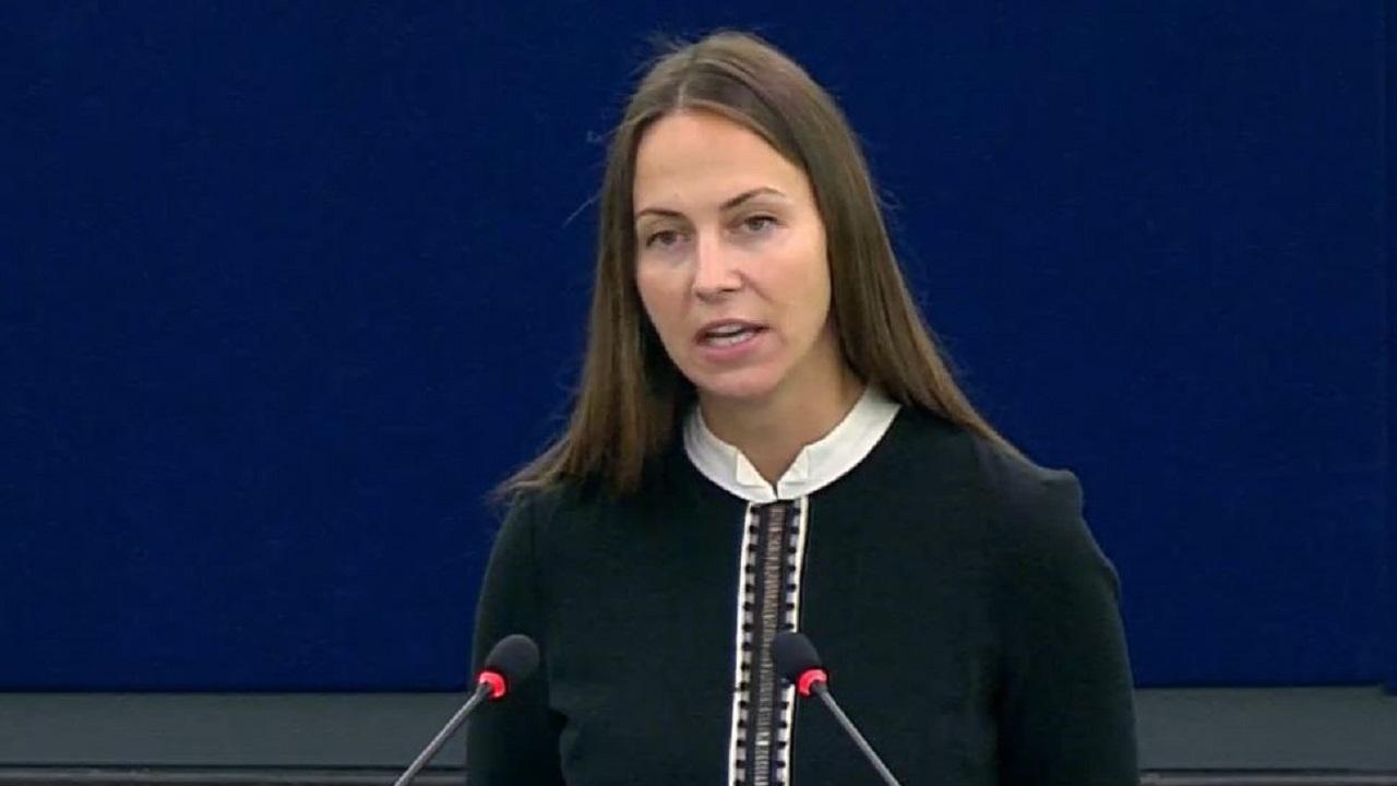 Ева Майдел: Служебното правителство, назначено от Радев, не прави почти нищо, за да смечки удара от високите цени на тока