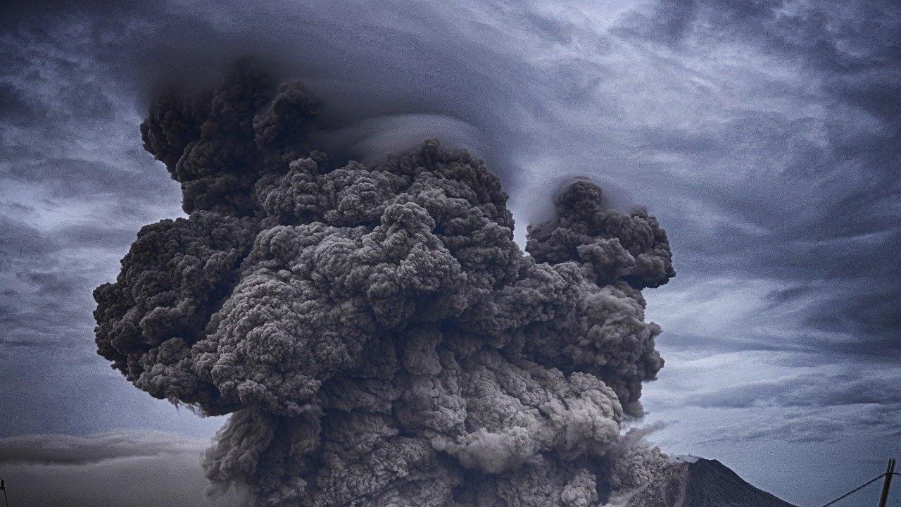 Летището на испанския остров Ла Палма отново беше затворено заради вулканична пепел по пистите