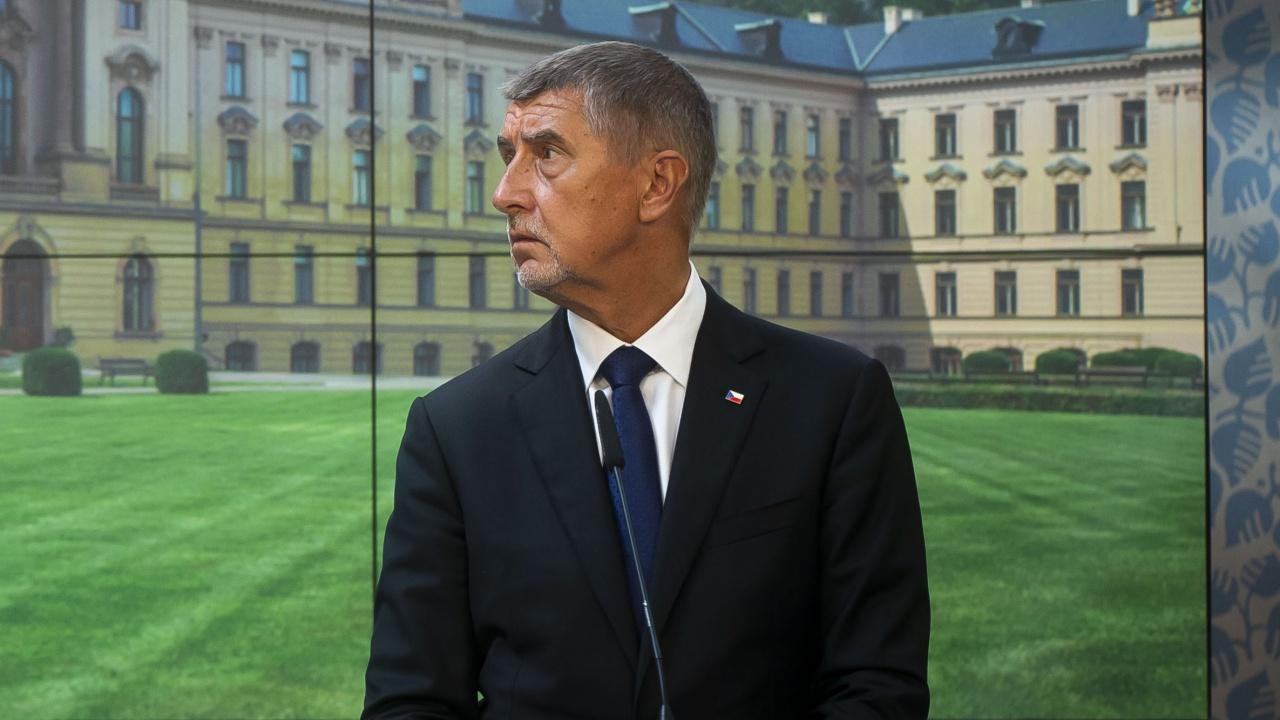 Премиерът на Чехия днес ще получи трета доза ваксина срещу коронавирус