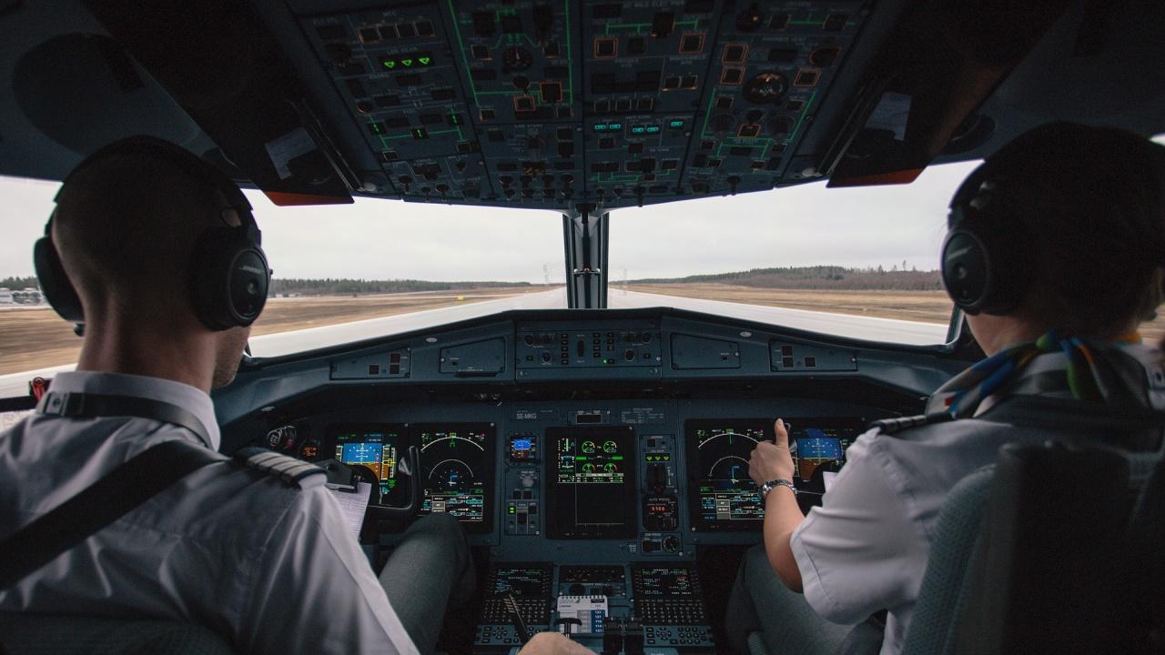 Британец на 18 години е най-младият пилот, обиколил сам света