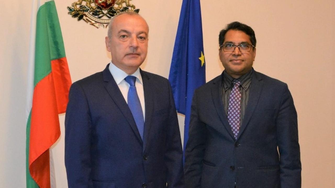 Министър Донев: България спазва всички конвенции за правата на бежанците и международна закрила