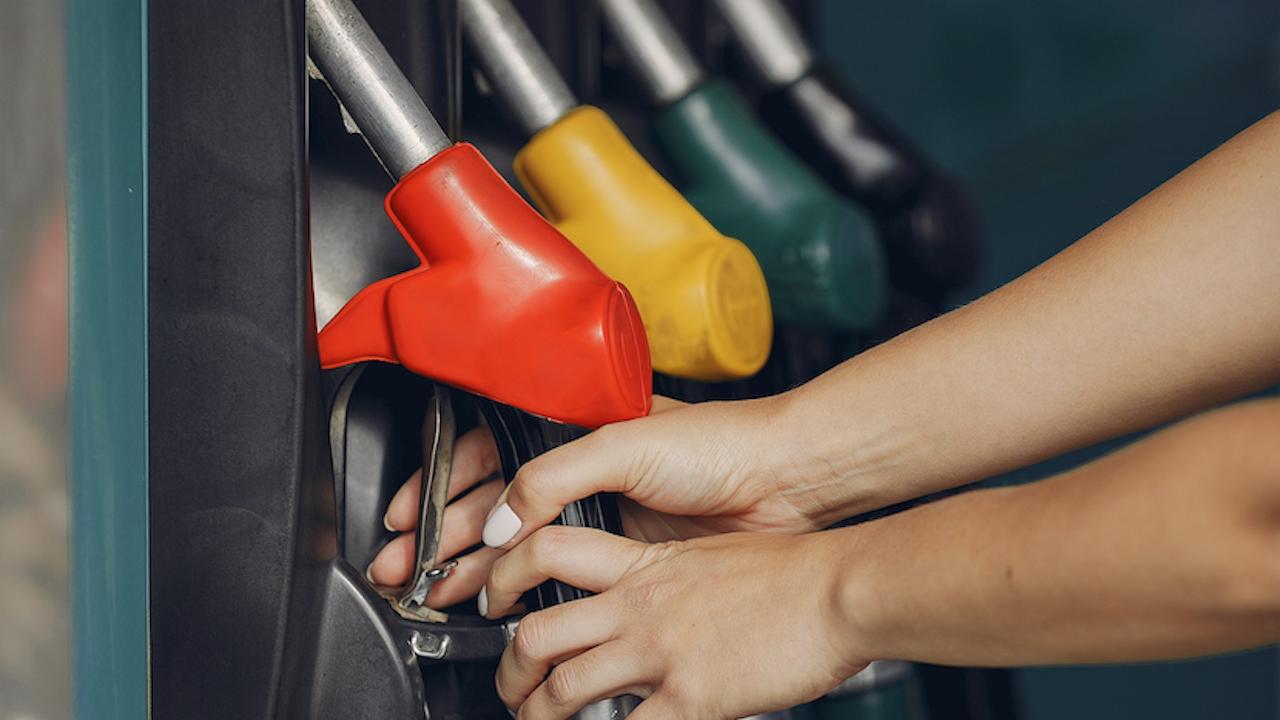 Експерт: Поскъпването на горивата ще продължи