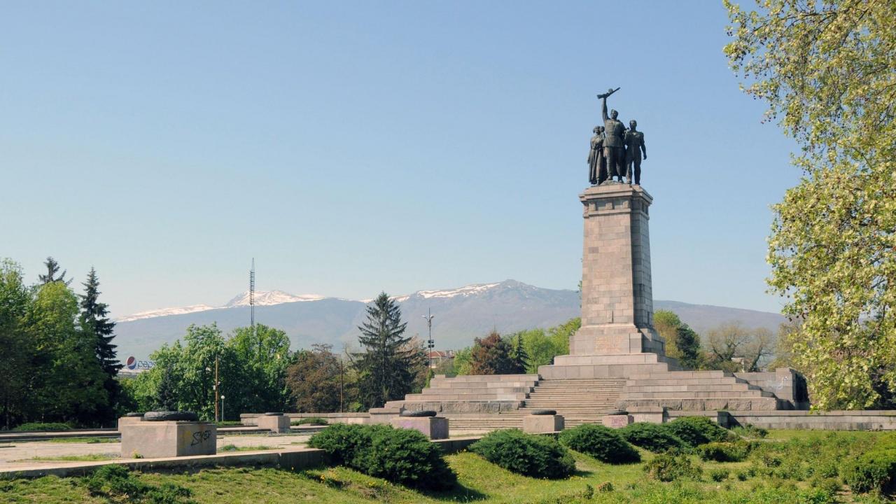 Имало е идея Паметникът на съветската армия в София да бъде даден безвъзмездно на Русия