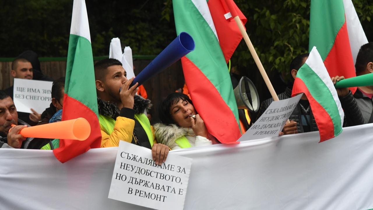 Напрежение на протеста пред МРРБ. От пътния бранш бойкотират Комитова