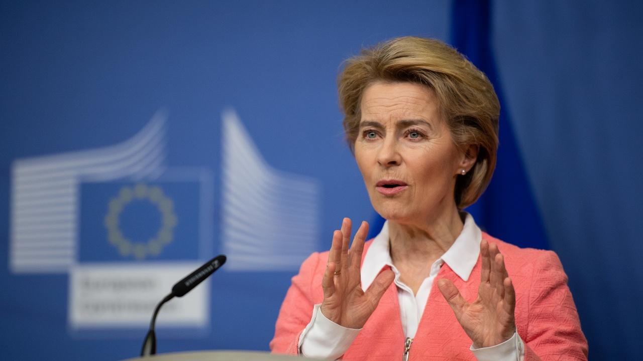 ЕК ще реагира, след като КС на Полша отхвърли европейското законодателство