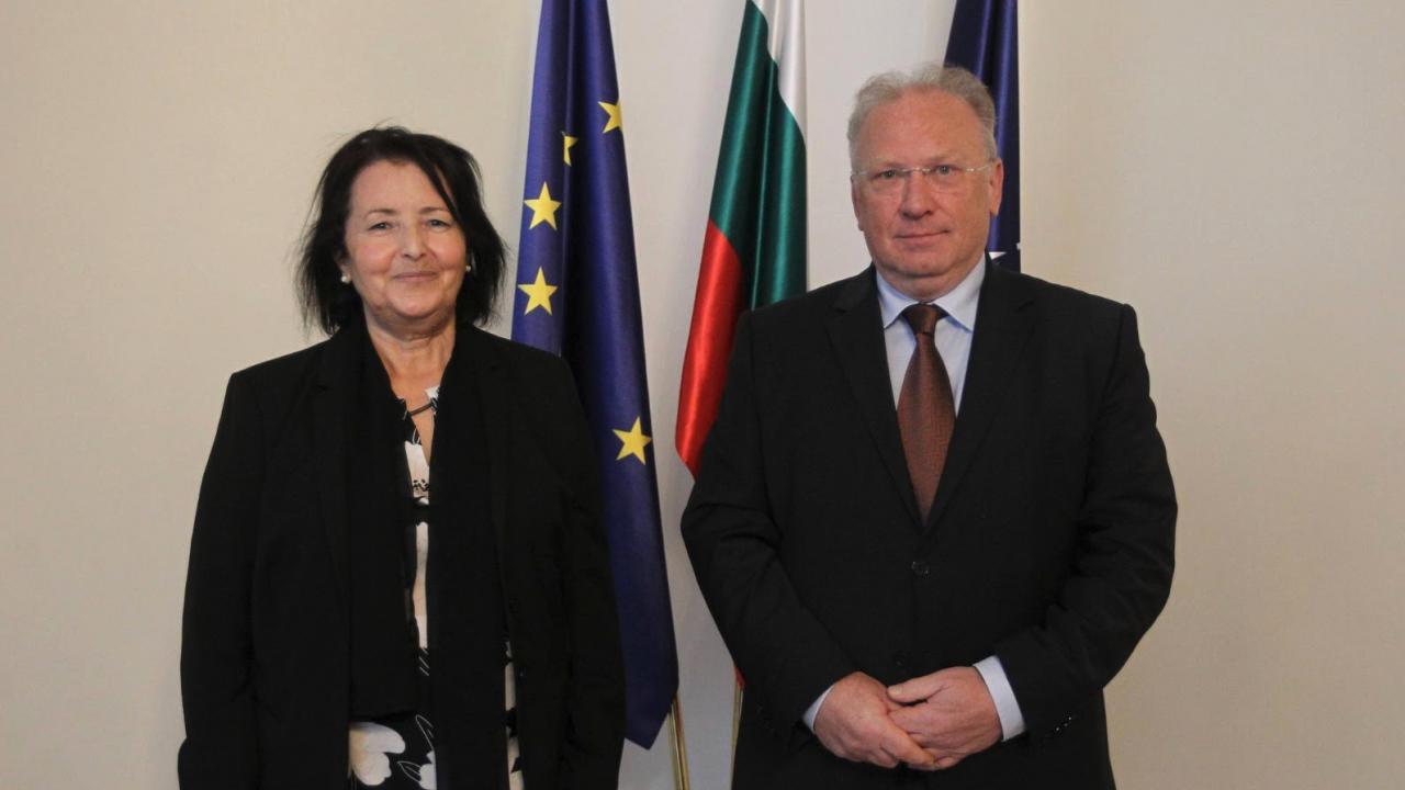 Светлан Стоев прие посланика на Алжир Латифа Беназза