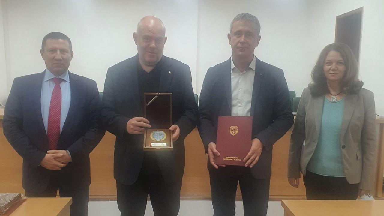 Гешев награди окръжните прокурори на Русе и Ловеч