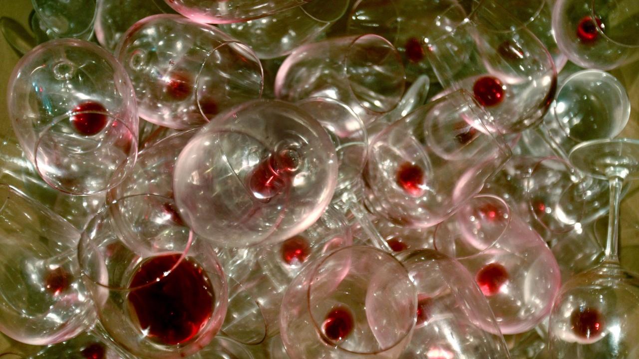 Расте броят на жертвите на фалшивия алкохол в Русия, трима са задържани